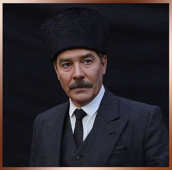 Fikret Kuşkan - Atatürk